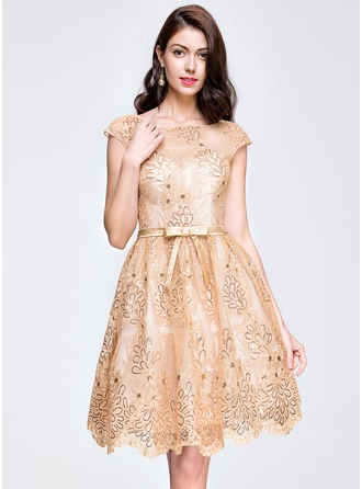 A-Line/Princess Scoop Neck Knee-Length Lace Homecoming Dress With Sequins Bow(s)