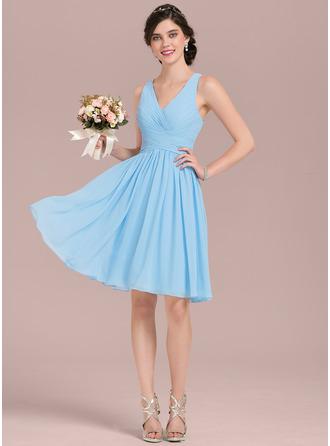A-لاين أميرة V عنق طول الركبة الشيفون فستان وصيفة الشرف مع كشكش