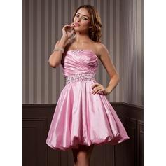 A-Line/Princess Strapless Knee-Length Taffeta Homecoming Dress With Ruffle Beading