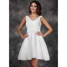 A-Line/Princess V-neck Knee-Length Taffeta Homecoming Dress With Ruffle