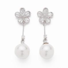 Flower Shaped Pearl/Zircon Ladies' Earrings