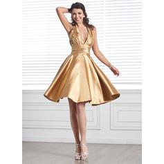 A-Line/Princess Halter Knee-Length Charmeuse Homecoming Dress With Ruffle Beading