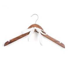 Hanger Classic Wooden With Ribbons Gifts