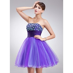 A-Line/Princess Strapless Short/Mini Tulle Homecoming Dress With Beading