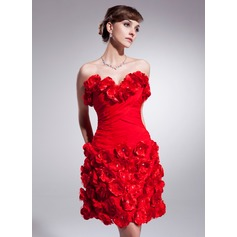 Sheath/Column Sweetheart Knee-Length Chiffon Homecoming Dress With Ruffle Beading Flower(s)