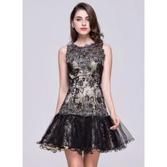 Trumpet/Mermaid Scoop Neck Short/Mini Lace Homecoming Dress